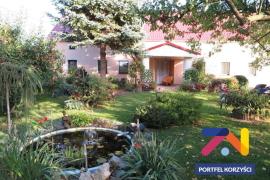 Piękny malowniczo położony dom z zabudowaniami, 1ha gruntu - KLENICA !